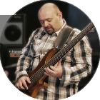 Basslehrer Alex Holz im Tonstudio