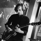Gitarrenlehrer Tomek Witiak im Proberaum