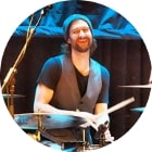 Volker Schmidt gibt Percussionuntericht in der Bandschmiede